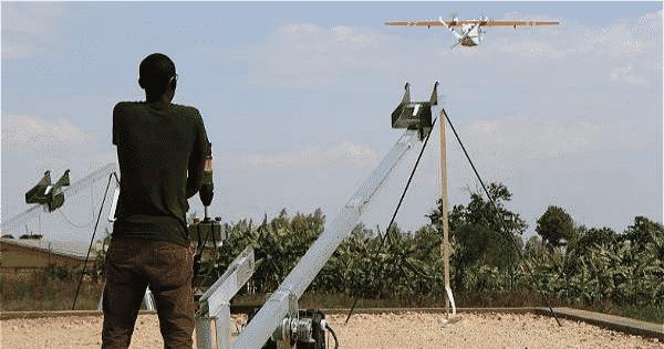Drones no tripulados que lleva sangre