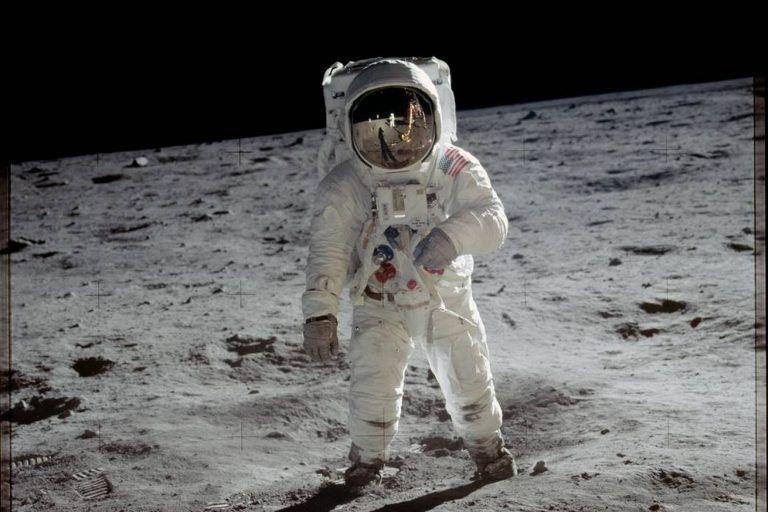 El Congreso aprueba una moneda Apolo 11 curva